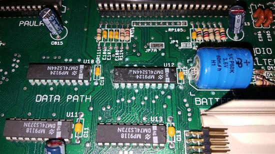 Amiga 500 Plus con daños por sulfato (2)