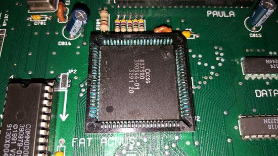 Amiga 500 Plus con daños por sulfato (3)