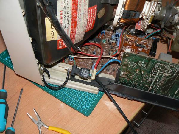 Reparación Monitor Commodore Amiga 1081 (12)