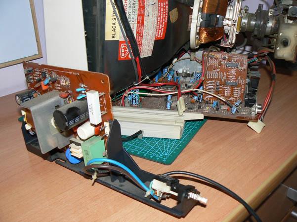Reparación Monitor Commodore Amiga 1081 (14)