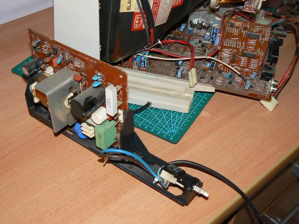 Reparación Monitor Commodore Amiga 1081 (16)