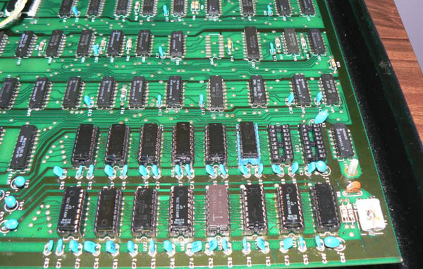Reparación Placa Commodore Pet CBM 4032 (11)