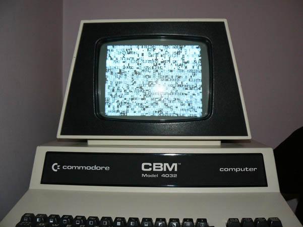 Reparación Placa Commodore Pet CBM 4032 (13)