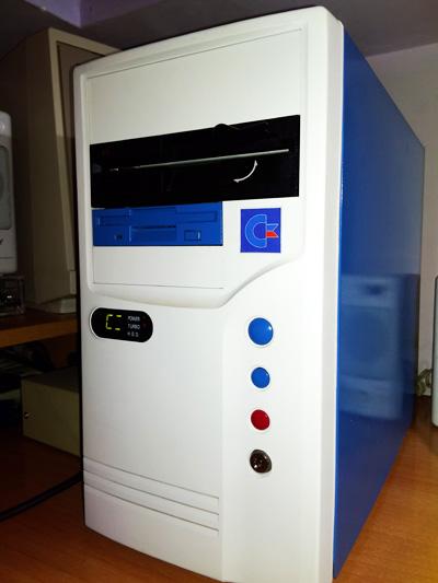 Restauración y Modding de un Pc 486 con estilo Commodore #Commodore Spain