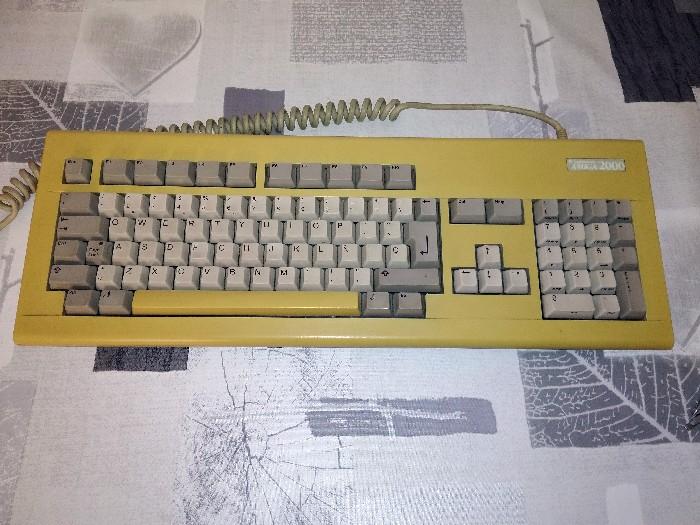 Teclado Commodore Amiga 2000 restauración (1)