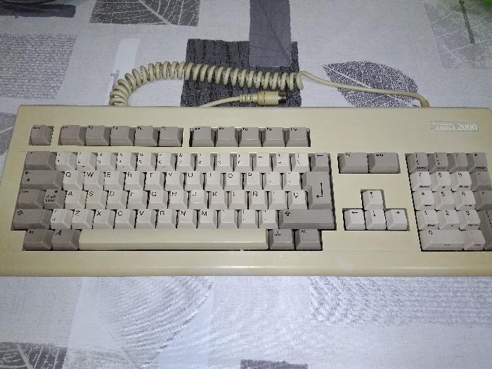 Teclado Commodore Amiga 2000 restauración (27)