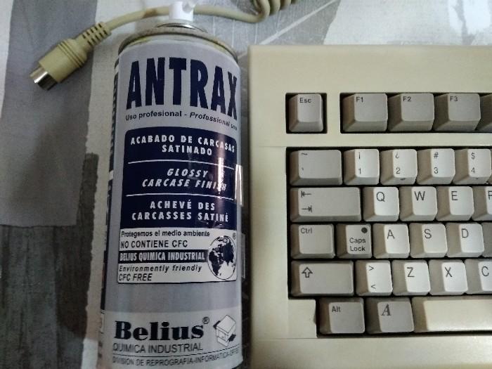 Teclado Commodore Amiga 2000 restauración (29)