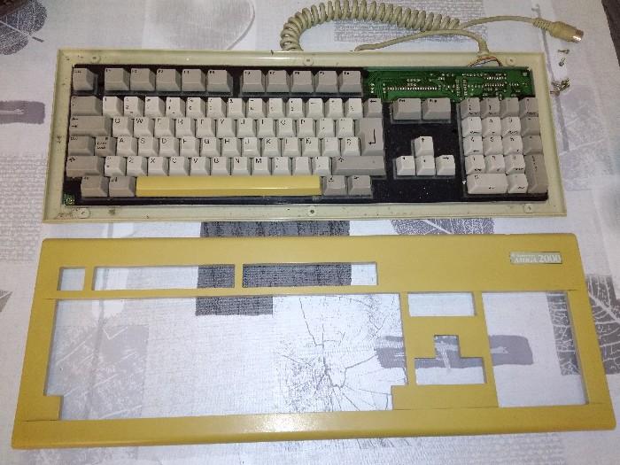 Teclado Commodore Amiga 2000 restauración (3)