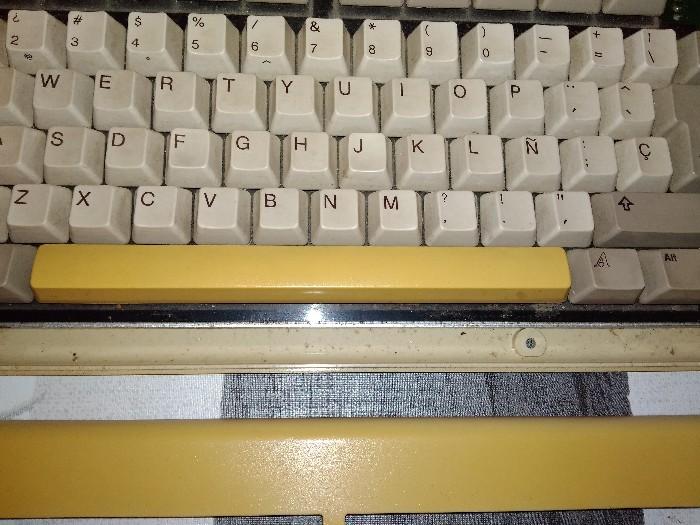 Teclado Commodore Amiga 2000 restauración (4)