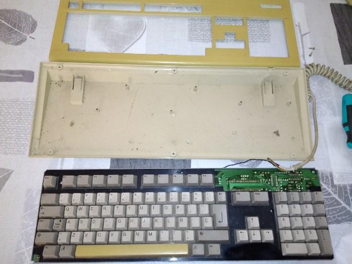 Teclado Commodore Amiga 2000 restauración (5)